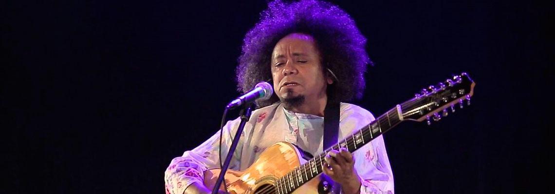 Chico Cesar canta: Mama África