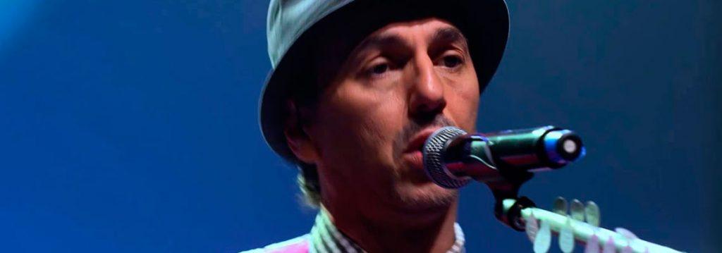 Zeca Baleiro canta: Eu Despedi O Meu Patrão