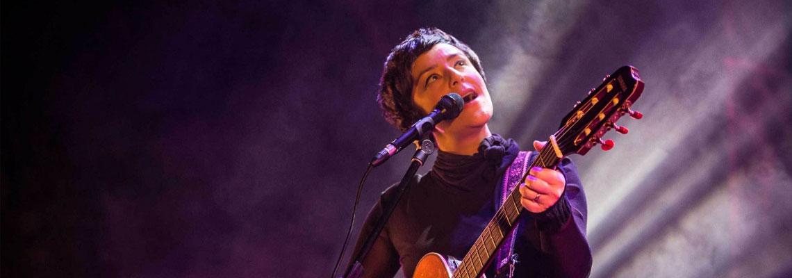 Fernanda Takai canta: Com açúcar com afeto